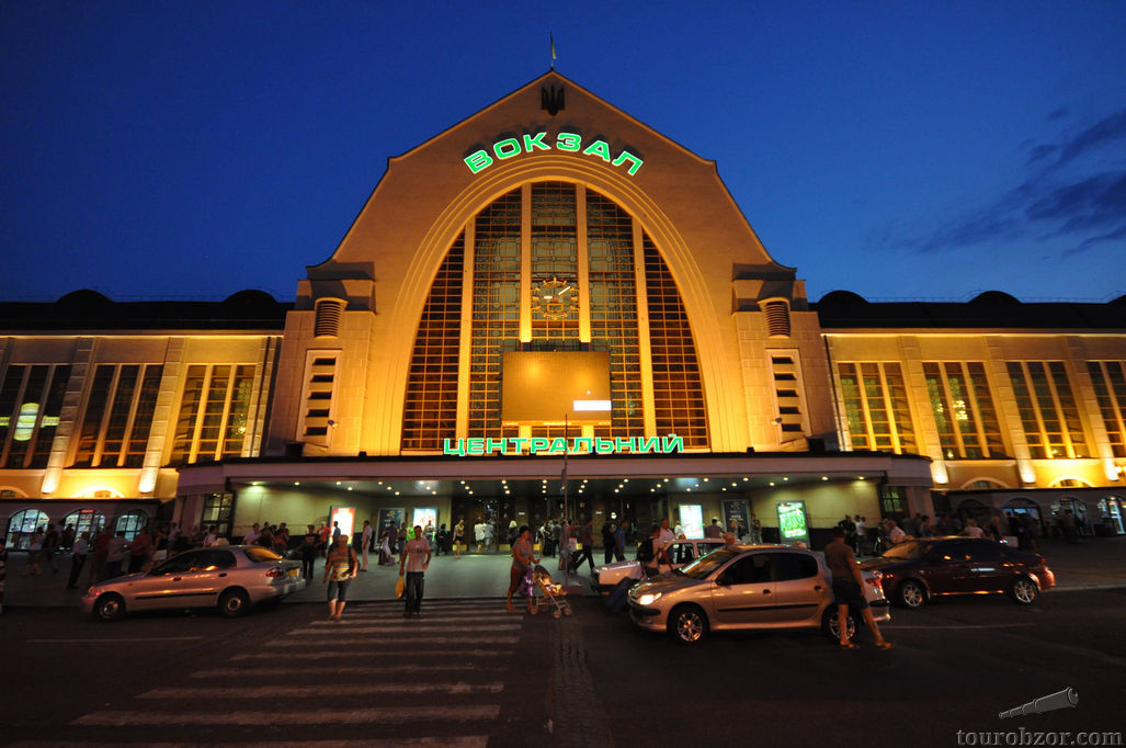 Киевский железнодорожный вокзал Киев-Пасс
